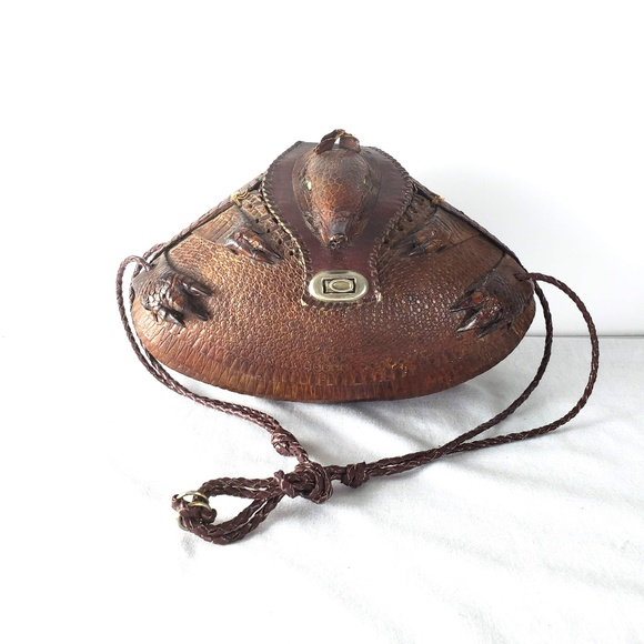 ebf5a66e8613 Vintage Armadillo Purse Taxidermy Bag. M 5b777d0ef63eea345b5303db